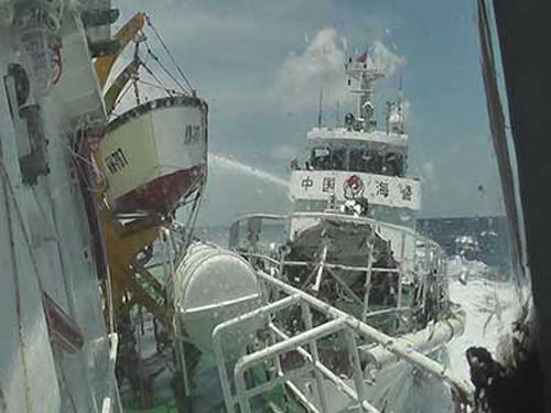 Biển Đông 17/5: 2 tàu TQ gây hấn, 1 tàu Việt Nam bị đâm thủng