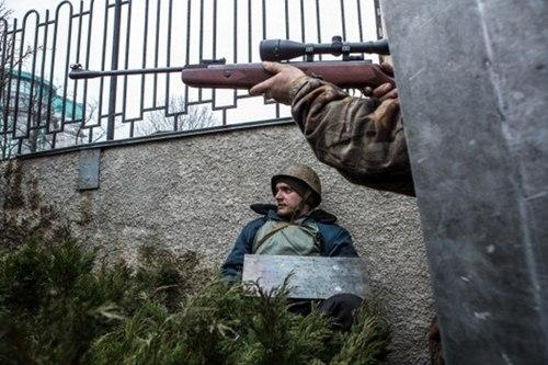 """Biểu tình Ukraine: Có kẻ """"ném đá giấu tay""""? - Ảnh 1"""