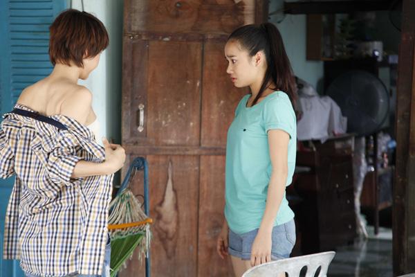 Những pha lột đồ nude táo bạo trên màn ảnh Việt