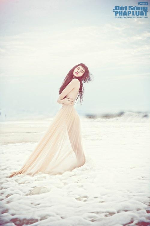 Đồng Lan bán nude đẹp mắt trong MV