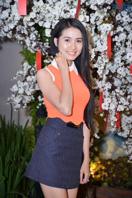 Vy Oanh diện đồ ton - sur - ton với Hoa hậu Thu Hoài