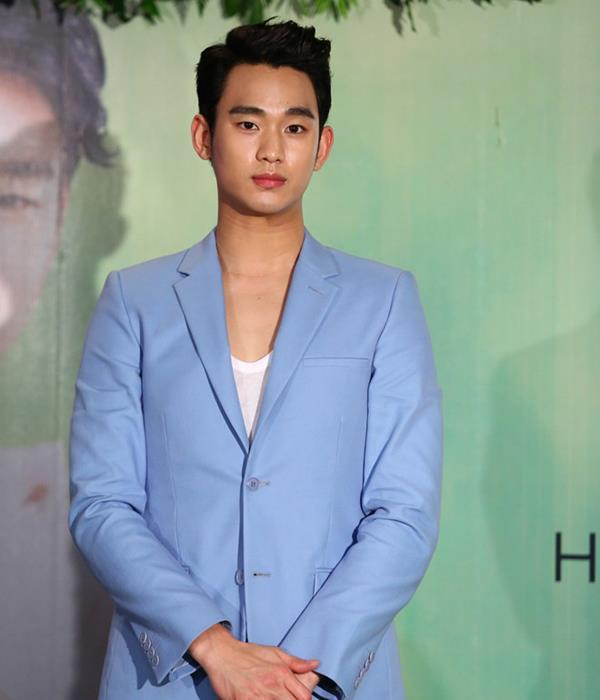 Dư luận Hàn phẫn nộ vì Kim Soo Huyn vẫn hoạt động giải trí