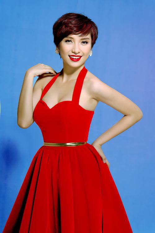 Tiêu Châu Như Quỳnh quyến rũ đầm đỏ rực