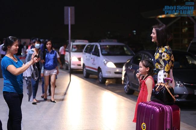 Vân Trang thanh lịch, sang trọng ở sân bay