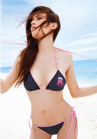 Nong Poy - HH chuyển giới Thái diện bikini đẹp hơn cả Ngọc Trinh