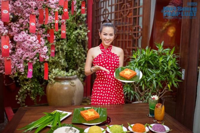 Hoa hậu Thu Hoài nấu xôi đặc biệt mừng Quốc Khánh