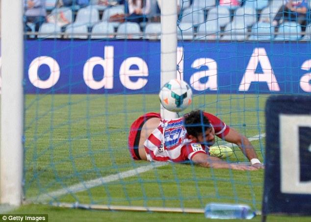 Diego Costa gặp chấn thương kinh hoàng