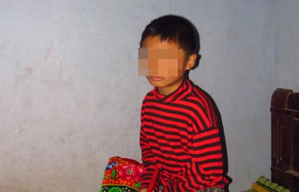 """Sự thật về cậu bé 9 tuổi bị """"vong nhập"""" xúi giục chôm đồ """"nội y"""""""