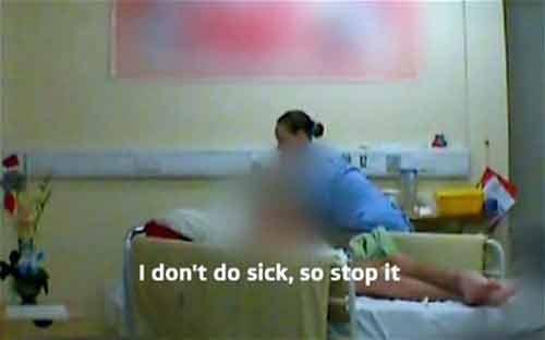 Phẫn nộ cảnh 2 điều dưỡng viên bạo hành bệnh nhân tâm thần