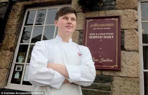 Gặp gỡ bếp trưởng 16 tuổi trẻ nhất nước Anh