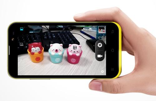 HKPhone RACER - smartphone lõi tứ giá rẻ chính thức lên kệ