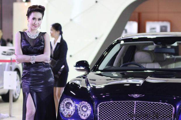 bangkok-motor-show-2014-nguoi-mau-03