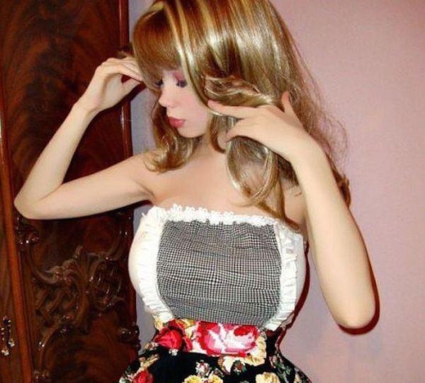 Cô nàng 9X phẫu thuật cơ thể để trở thành búp bê Barbie sống