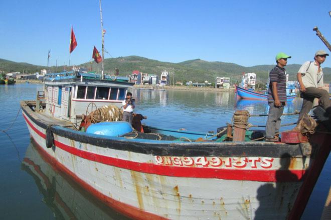 Tàu Trung Quốc rút súng bắt giữ 6 ngư dân Việt Nam