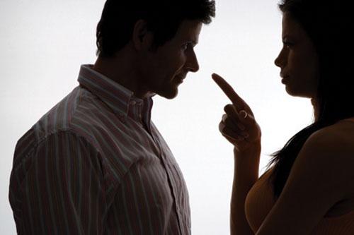 Tình huống trớ trêu: Vợ/chồng cùng dắt bồ vào quán cafe