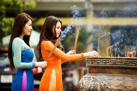 http://media.doisongphapluat.com/297/2015/1/30/van-khan-di-le-chua-cau-binh-an-may-man-1.jpg