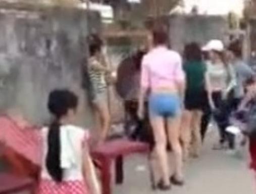 Nữ sinh Biên Hòa đánh bạn hội đồng dã man gây bức xúc