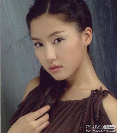 Nữ giảng viên xinh đẹp gây sốt cộng đồng mạng