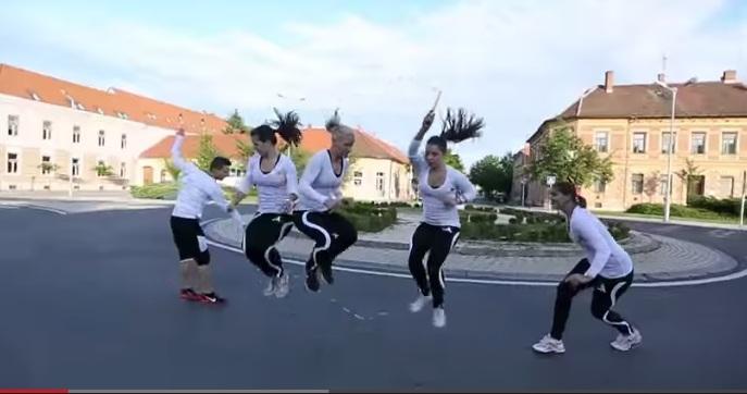 Ngất ngây xem clip Tây nhảy dây chuyên nghiệp