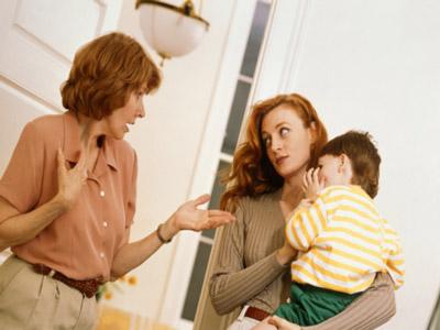 Phát sợ khi sống cùng bố mẹ chồng siêu ki bo