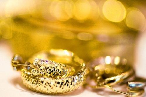 Giá vàng ngày 24/10: Giá vàng trong nước giảm nhanh theo thế giới
