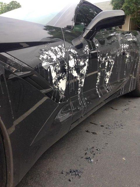 Siêu xe bị tạt axit trông sẽ thế nào?
