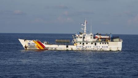 Cận cảnh tàu Kiểm ngư Việt Nam làm nhiệm vụ trên biển