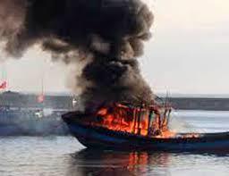 Tàu chở dầu phát nổ, 5 người thương vong