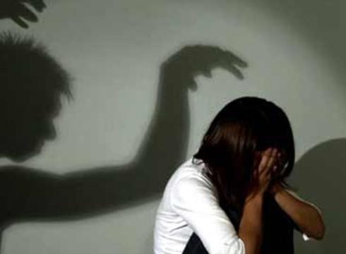 Bị hiếp dâm, bé gái 10 tuổi quay clip tố 'quỷ râu xanh'