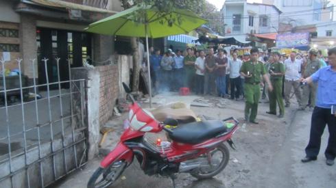 TP.HCM: Nam thanh niên chết ngửa bên lề đường