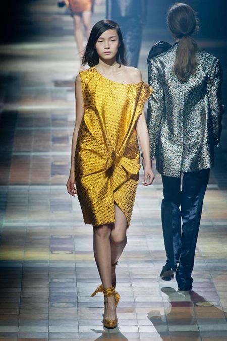 Xu hướng trang phục sắc vàng ánh kim năm 2014