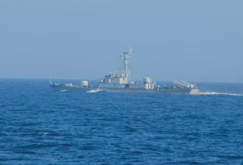 """Máy bay """"lạ"""" theo dõi tàu chiến Trung Quốc trên biển Đông - ảnh 1"""