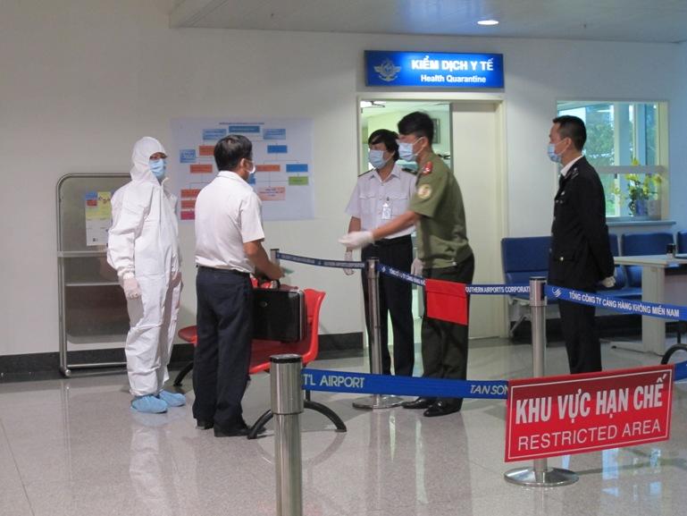 2 người từ tâm dịch Ebola bị sốt khi nhập cảnh vào Việt Nam
