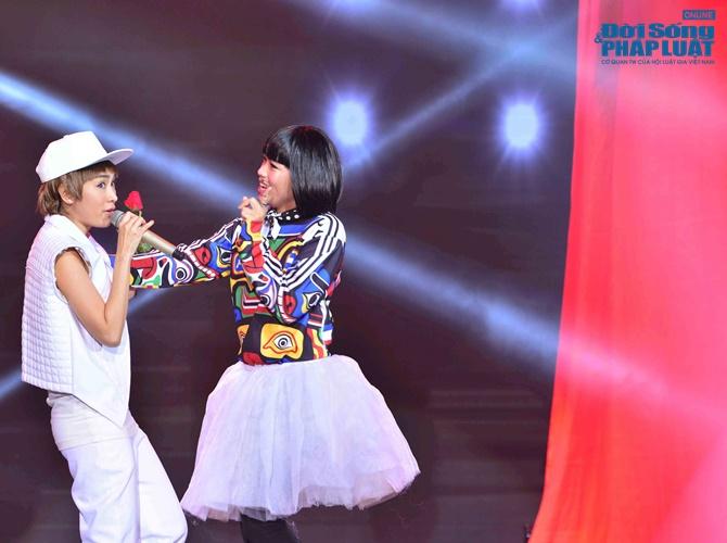Liveshow 3 Cặp đôi hoàn hảo: Bùi Anh Tuấn giả gái đầy ấn tượng