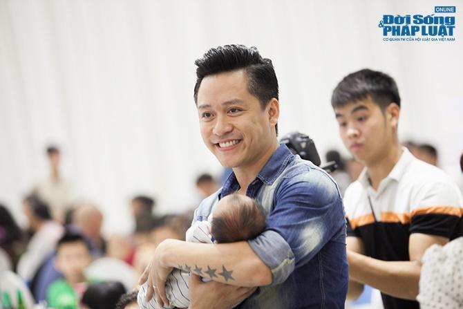 Tuấn Hưng và Hương Baby làm đầy tháng cho con trai Su Hào