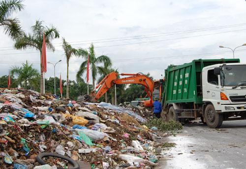 Bí thư Hà Nội: 'Phí dọn rác cả tháng bằng chén nước chè'