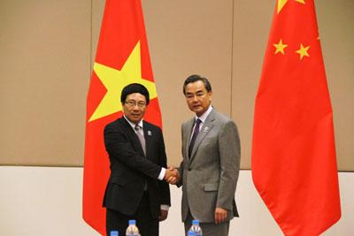 Phó Thủ tướng, Bộ trưởng BNG Phạm Bình Minh gặp Bộ trưởng BNG TQ