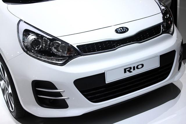 Chi tiết xe giá rẻ Kia Rio 2015