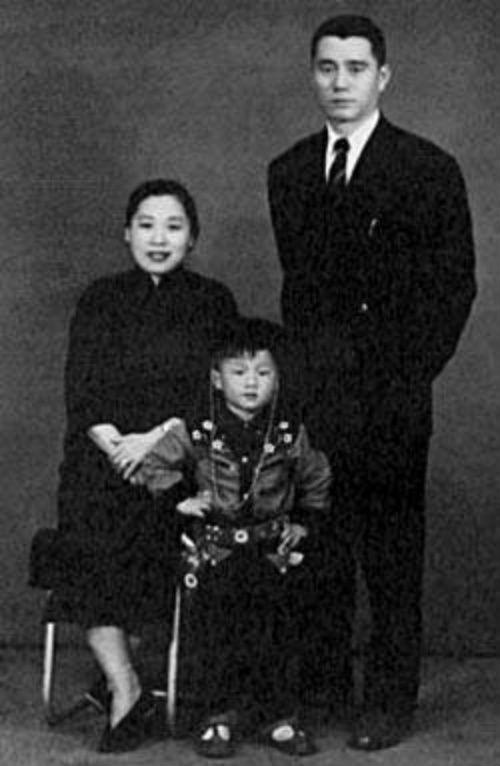 Mẹ Thành Long từng là nữ giang hồ buôn ma túy