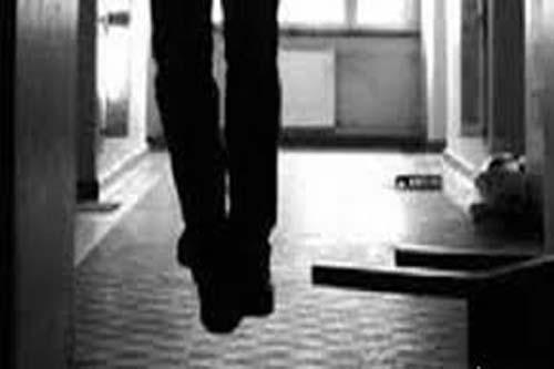 Cha dượng giết con riêng của vợ vì sợ