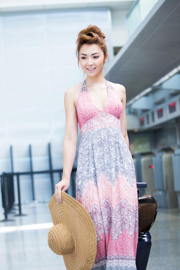 Lộ diện người mẹ triệu phú của Hoa hậu châu Á gốc Việt 2014