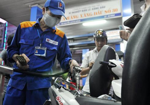 Chuyên gia: Bản chất là người ta không muốn giảm giá xăng dầu