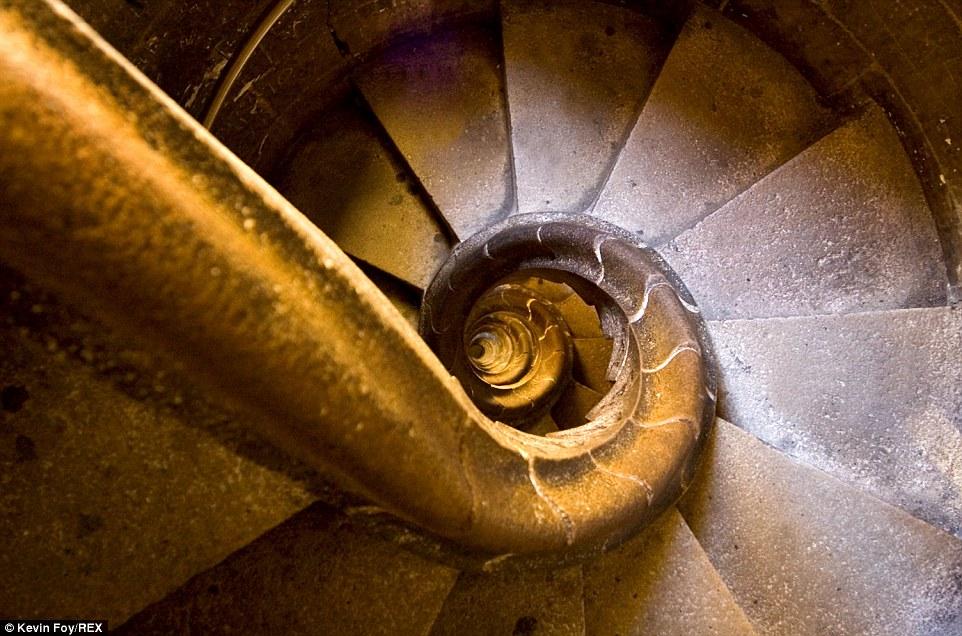 Trải nghiệm những bậc thang đáng sợ nhất thế giới