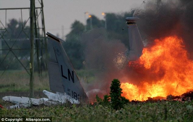 Cận cảnh chiến đấu cơ F-15 Mỹ rơi ở Anh