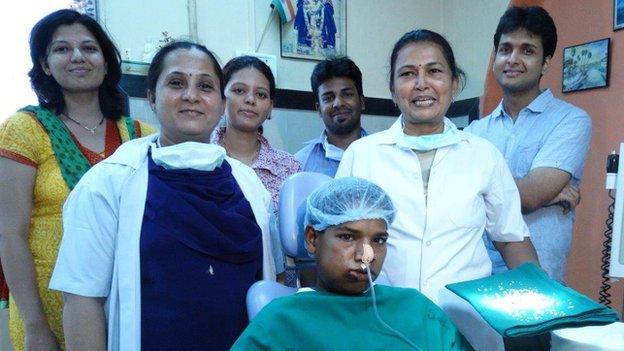 Cậu bé ở Ấn Độ phẫu thuật loại bỏ 232 chiếc răng dư