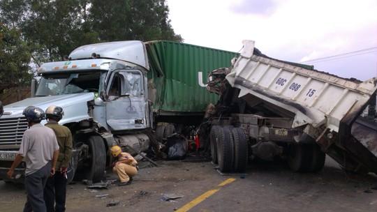 Tông phải xe container, tài xế xe tải tử vong tại chỗ