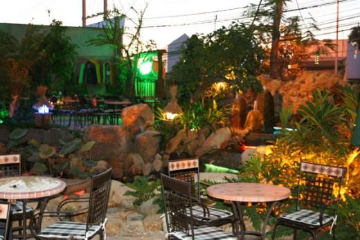 Những quán cafe có không gian lãng mạn dành cho các cặp tình nhân - Ảnh 3