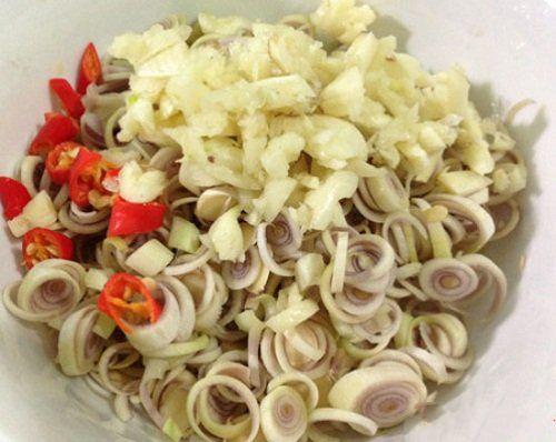 Cách nấu món lươn xào sả, ớt thơm cay cho những ngày mưa - Ảnh 2