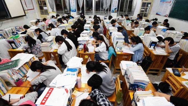 Cấm học sinh xé sách, la hét trước kì thi đại học - ảnh 1