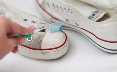 20 tác dụng làm sạch kì diệu của kem đánh răng có thể bạn chưa biết - ảnh 1